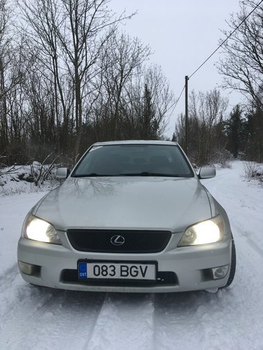 LEXUS IS200 114 kW -99