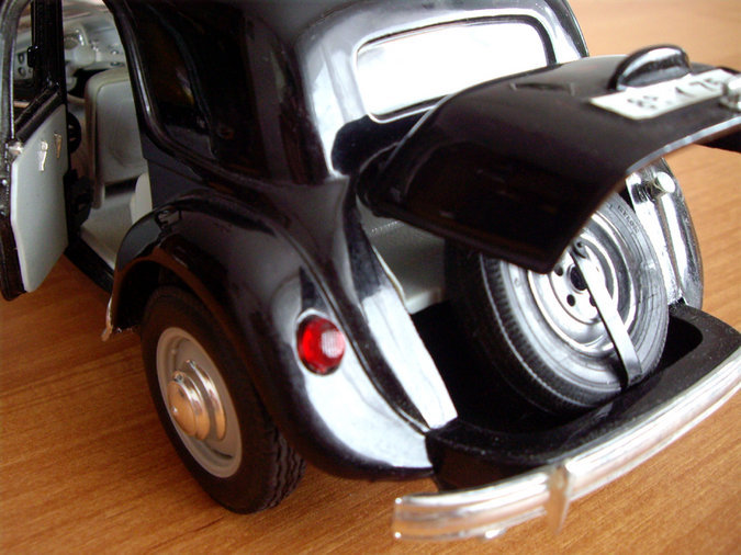 CITROEN 15CV 6CYL 1952 SCALE -1:18
