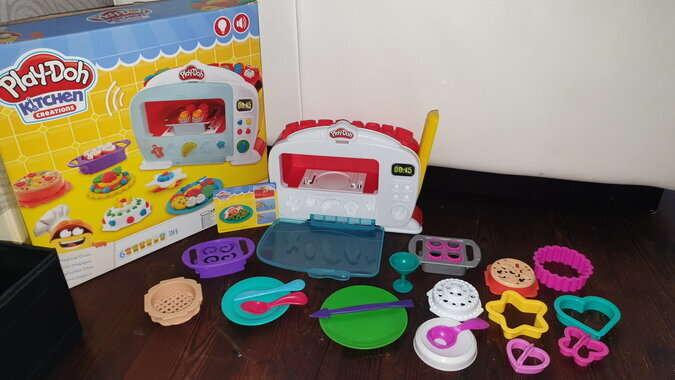 PLAY-DOH KITCHEN CREATIONS MAGICAL OVEN KOMPLEKT