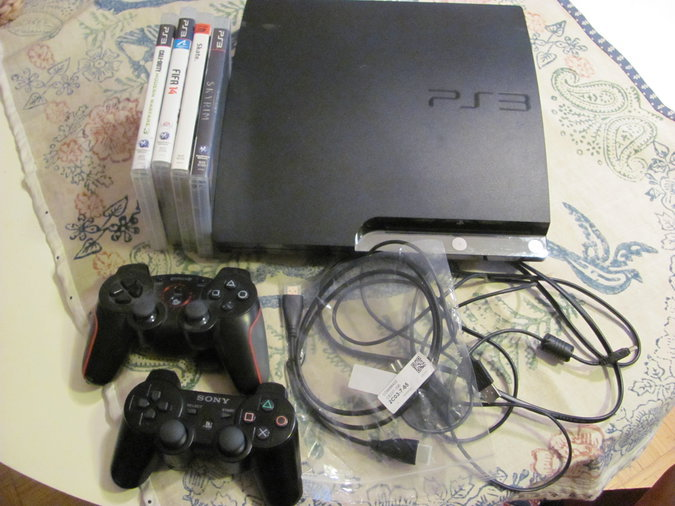 PS3 SLIM 160GB + 2 PULTI JA 4 MÄNGU