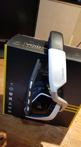 CORSAIR VOID RGB WIRELESS KÕRVAKLAPID (PREMIUM WHITE)