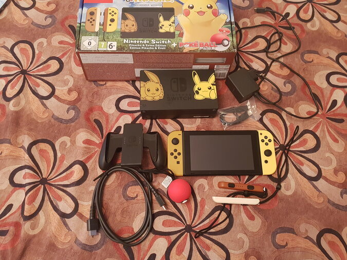 NINTENDO SWITCH PIKACHU EDITION + POKEBALL PLUS
