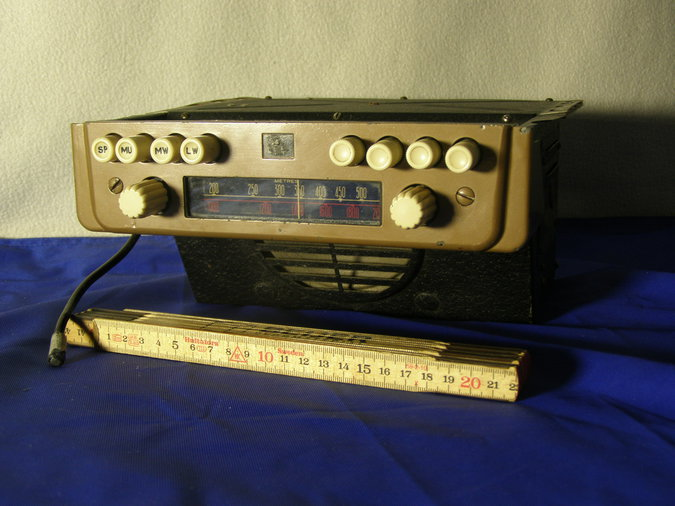 RADIOMOBILE MODEL 100 RAADIO CA 1947