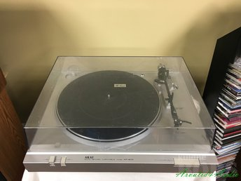 AKAI AP-B110 2-SPEED AUTO RETURN TURNTABLE