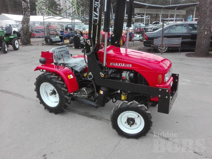 TRACTOR HUAXIA 150B, 240D