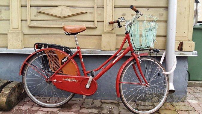 e49e545bbdc NAISTERATAS ADRIATICA WEEKEND: Punane retrohõnguline naiste linnaratas